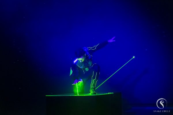 Snake circle - Digital show laser ©Thierry Hugon
