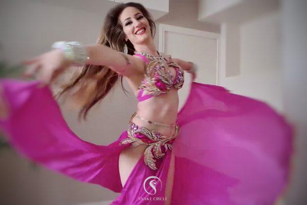 Danseuse orientale rose