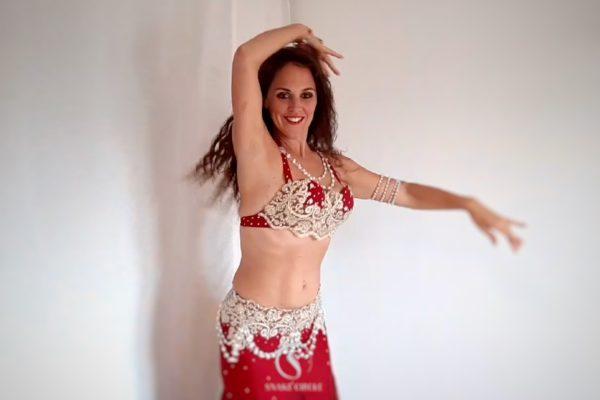 Danseuse orientale rouge